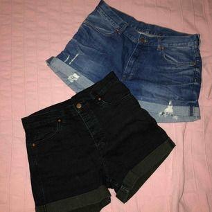2 par högmidjade shorts ifrån Monki i storlek M. Säljer båda för 150:- och ett par för 80:-