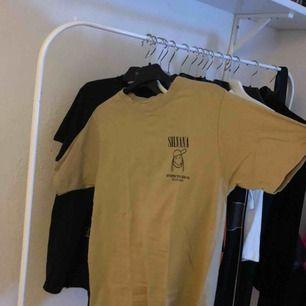 Silvana Imam t-shirt köpt på hennes utställning några år sedan, den har en liten fläck fram som syns i vissa ljus så priset är förhandlingsbart:)  Strl S passar även M
