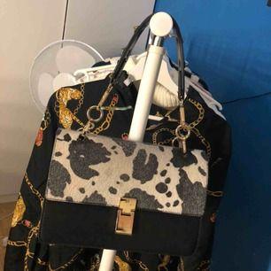 Väska från Gina Tricot