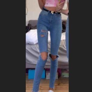 Håliga blåa jeans, kom med egna priser! Möts på söder annars fraktar jag☺️
