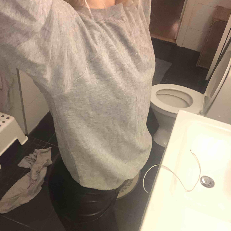 en super mysig grå tröja i storlek S, använd fåtal gånger. Tröjor & Koftor.