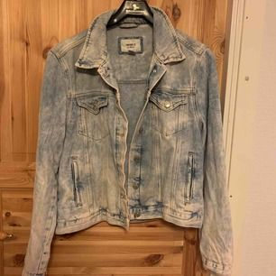 Forever 21 washed jeans color jacket. Can fit size M and S. Only Worn once 🙃💛