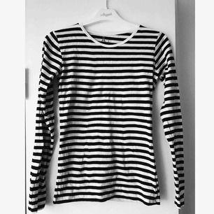 Randig tröja från Åhléns. Knappt använd :)