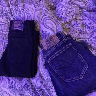 300kr för ett par crocker jeans, skriv för fler bilder om du är intresserad!:) . De svarta är aldrig använda!