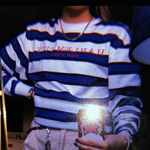 En fräsch tröja/hoodie i fint skick från h&m.  Köparen står för frakt.