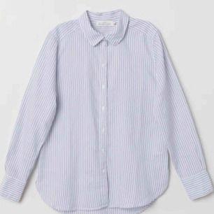 Randigt skjorta från H&M Billigt frakt tillkommer! Kommer i fint skick!