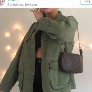 Säljer denna jätte fina jacka som är köpt från Zara!! Priset kan diskuteras💕💕