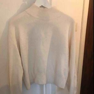 Jättefin stickad tröja från &otherstories endast använd ett par gånger.
