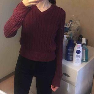 Röd kabelstickad tröja från Zalando. Passar XS-S (som referens så brukar jag bära storleken XS). Frakt 36 kr