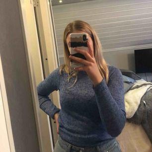 Så skön tröja från H&M! Väldigt fint skick, storleken är 146/152 men jag har storlek S och den passar mig💗