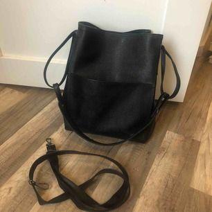 Väska i jättebra kvalité och jättebra skick! Knappt använd 💛 30 kr frakt