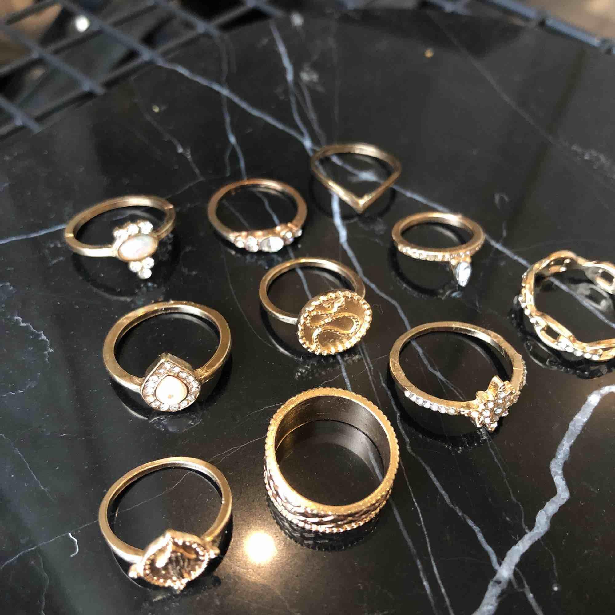 Nya ringar, 150 för alla eller 20-30kr beroende på hur många du köper!. Accessoarer.