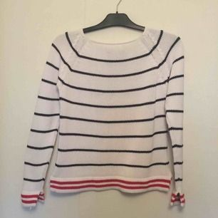 Så söt tröja, en så kallad Pippi-tröja😻 Storlek S, passar M oxå😊 använd en gång men storleken passade inte på mig. Frakten ligger på 72kr