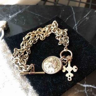Armband, tappat lite guldfärg därav priset! 💛 10 kr frakt