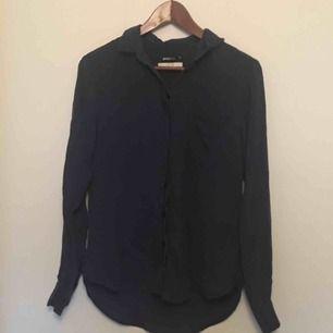Säljer världens skönaste skjorta/blus , för liten för mig✨ från Gina!