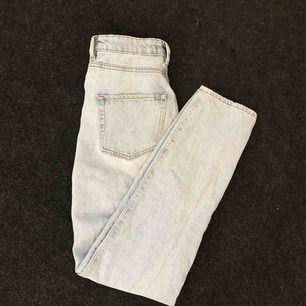 Jeans, använda 1 gång pågrund av fel storlek. Skicka dm för frakt kostnad och priset på byxorna kan diskuteras👍🏼