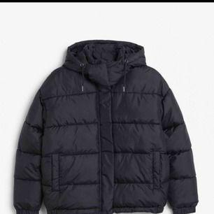 Helt ny jacka från Monki köpt 2018! Används endast 3 gånger.