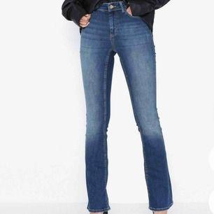 OANVÄNDA, prislapp kvar jeans från only. Säljer pga ej kommit till användning då jag har många blåa jeans. Köparen står för frakt💓💓rak modell/boot