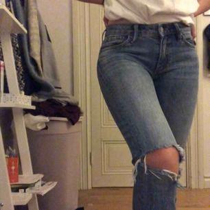 Snygga jeans ifrån JC! Avklippta nertill. Finns i Falun men kan skickas✌🏽🥰