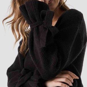svart tröja från Linn Ahlborgs kollektion. fint skick. strl xxs men stor i storleken så passar mig som e S och passar även M