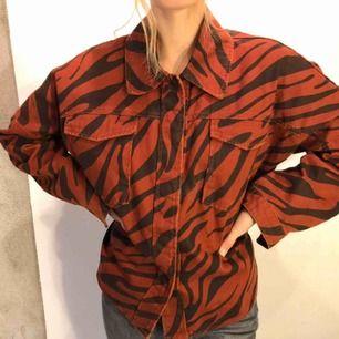 Helt ny oversize skjorta/jacka från Zara i storlek M. Passar mig som är S.