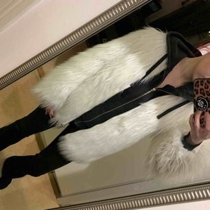 White fur jacket size S/M  Pick up in Sollentuna or can be taken to Stockholm City.  Shipping