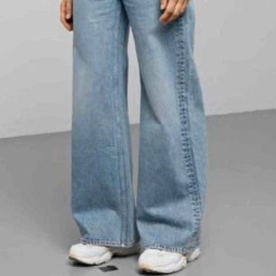Säljer ett par nya, trendiga ACE byxor ifrån Weekday, köpta i höstas. Säljer pga av fel storlek. Kan mötas upp nånstans i Sthlm!   ⛔️BUDGIVNING PÅGÅR JUST NU⛔️