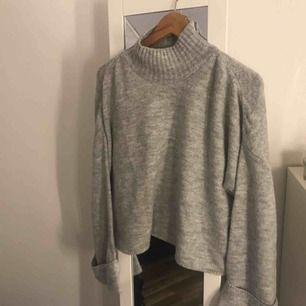 stickad tröja från gina i fint skick då den knappt är använd. storlek XL men liten i storleken