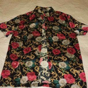 ☘️Skitsnygg skjorta från Asos i mjukt tyg☘️Storlek S☘️Nästan aldrig använd☘️