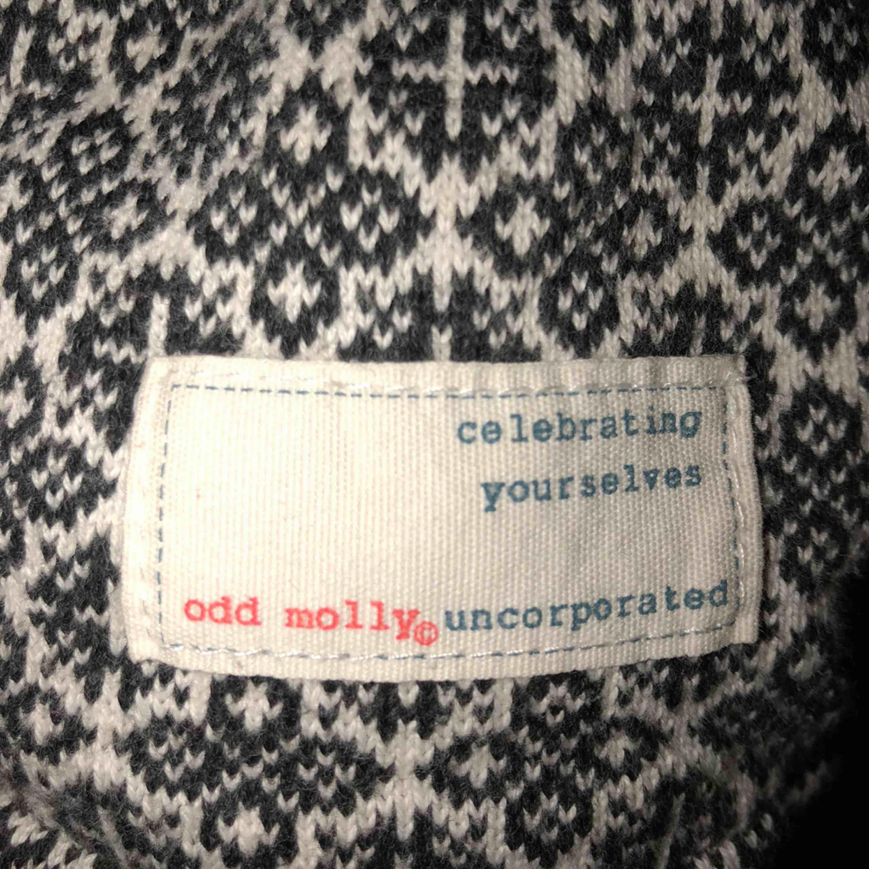 Odd Molly kofta i fint skick! Använd fåtal gånger, säljer pga inte min stil längre. . Tröjor & Koftor.