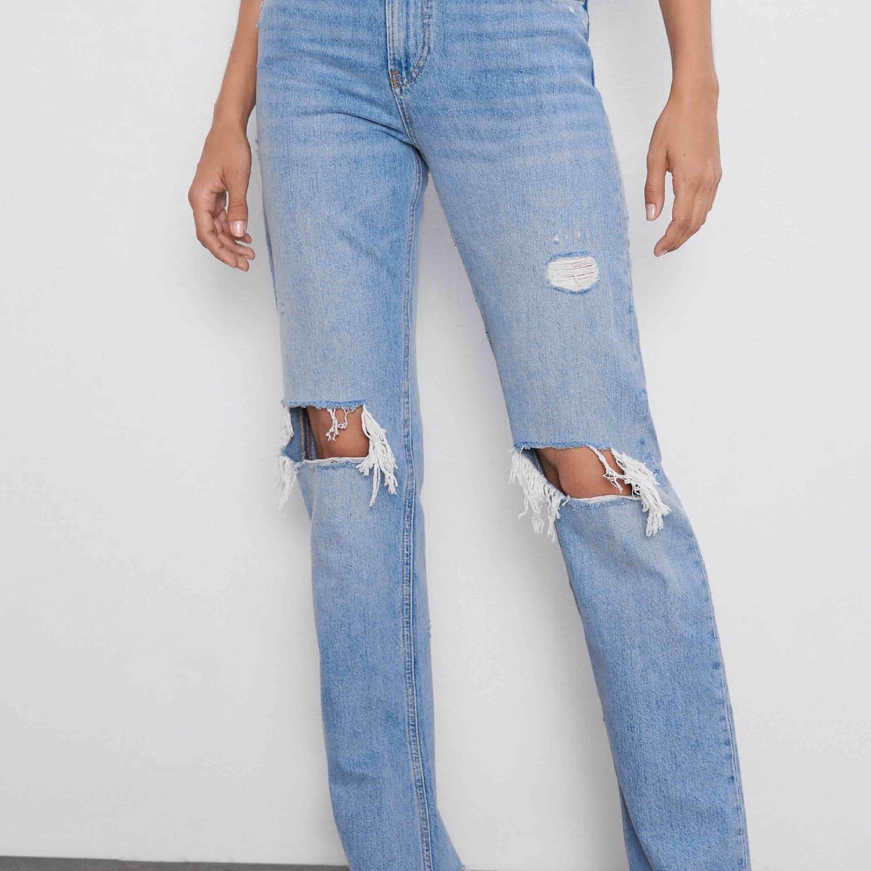 Söker dessa jeans stl 34, 36 beror på hur dem är i stl?❤️ . Jeans & Byxor.