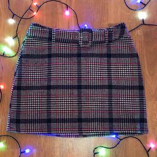 Skön kjol från primark, strechig passar xs-m