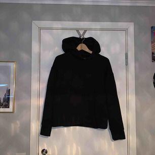 hoodie från zara. strl M men passar även S, så liten i strl