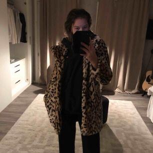 Leopard jacka till salu!
