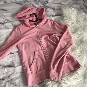 Sötaste hoodien från Juicy Couture som jag nu säljer, den är i superfint skick