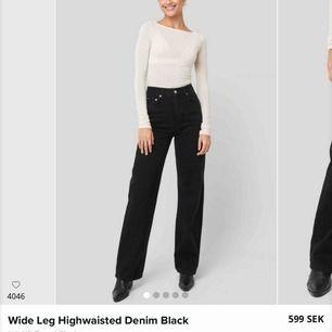 As snygga byxor i rak model från na-kd!! Säljer pga fick fel strl och kunde inte skicka tbx, Nypris:600, Mitt pris: 450 kr. Jeansen är sprillans nya, (lapp kvar) därav det höga priset  Eftersom priset är så högt bjuder jag på frakten!!🥰🥰