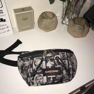 Eastpak bumbag med limited edition mönster på, hur cool som helst! Köpt för 350