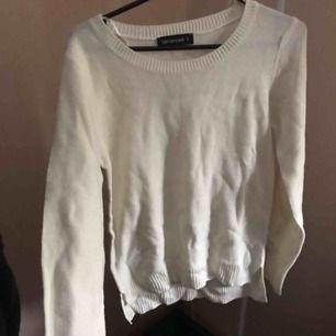Stickad tröja i storlek S, knappt använt så den är i bra skick!
