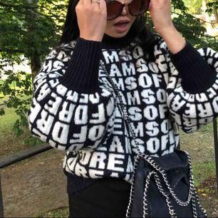 Säljer denna as snygga stickade tröja från H&M, inköp ca vår/sommar 2018 och använd flitigt!!