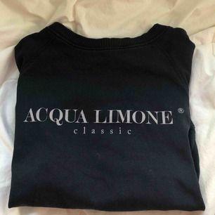 Sjukt ball populär tröja från Aqua limone. Oanvänd. Använd 2/3 gånger kort inom sommaren. Nytt pris 899kr.  Stolek Xs men sitter inte alls nått tajt på.