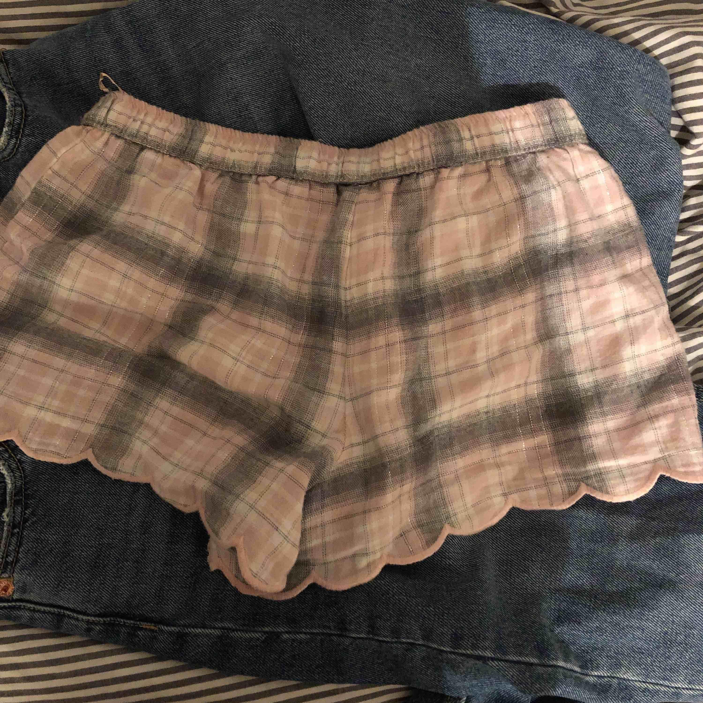 Fina mjukis shorts från hunkemöller. Jätte sköna och mysiga. Aldrig använda!!. Shorts.