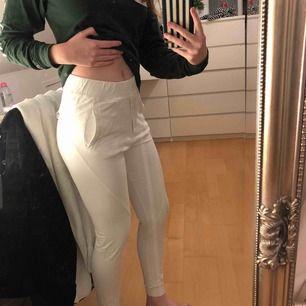 Vita sköna mjukis byxor, använda 1 gång här med! , bjuder på frakten