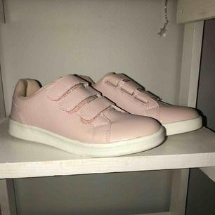 Ett par skor ifrån lager 157. Använda en gång! Storlek 38! Frakten betalar du! Säljs pågrund av att dem aldrig används!