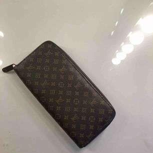 En oäkta Louis Vuitton plånbok. Fint skick