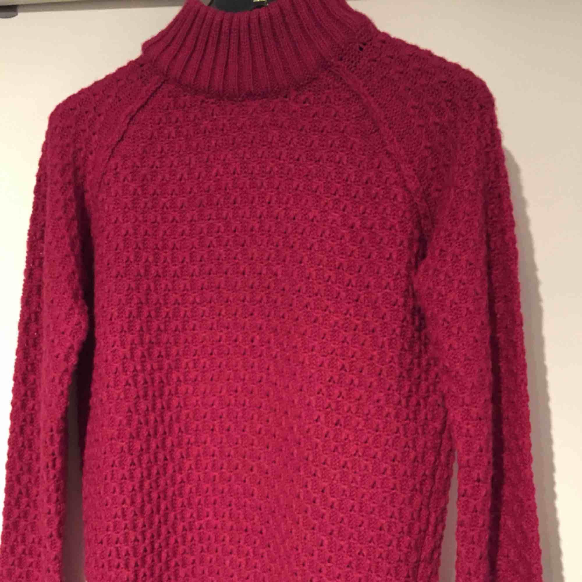Gosigaste tröjan någonsin och i superfin färg! Aldrig använd. . Stickat.