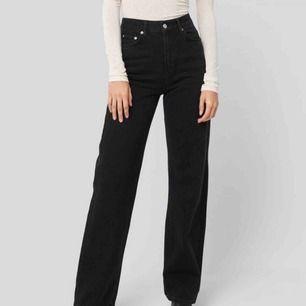 Svarta jeans använda 2/3 gånger  Frakt tillkommer