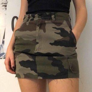 Vintage camo kjol från Paul Boye 💥 Är egentligen storlek M, men sitter mer som en S!