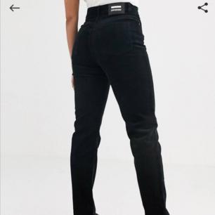 Dr denim - Nora mom jeans med hög midja Manchester