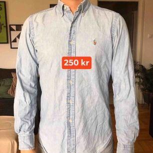 Jeansskjorta från Ralph Lauren. Knappt använd.