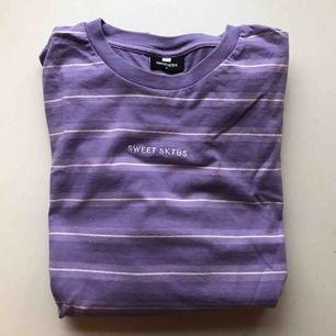 Långärmad sweatshirt från Sweet Sktbs. Kan mötas upp i Norrköping/Katrineholm eller frakta utan extra kostnad.